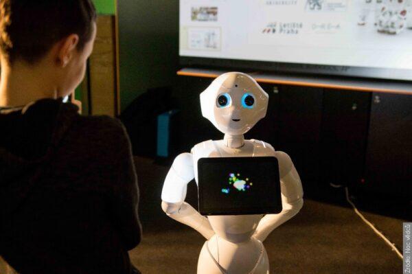 CZŁOWIEK I ROBOT. Noc Naukowców odbędzie się online