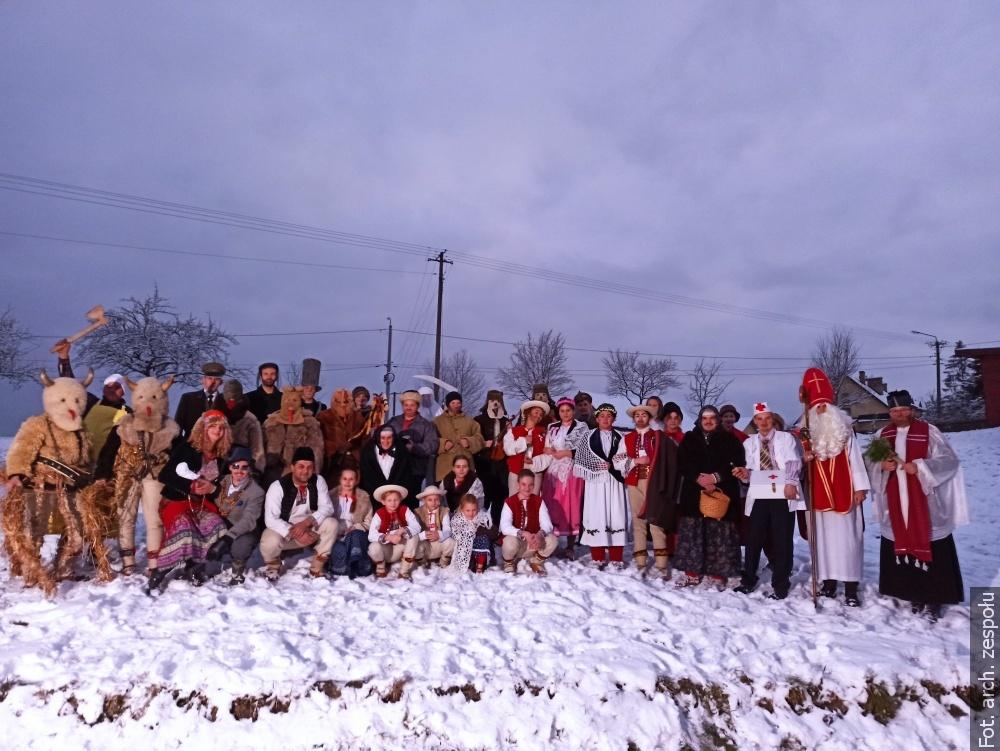 """Zachować cząstkę tej tradycji. Obrzęd """"Mikołaje"""" w Trójwsi w tym roku wirtualnie"""