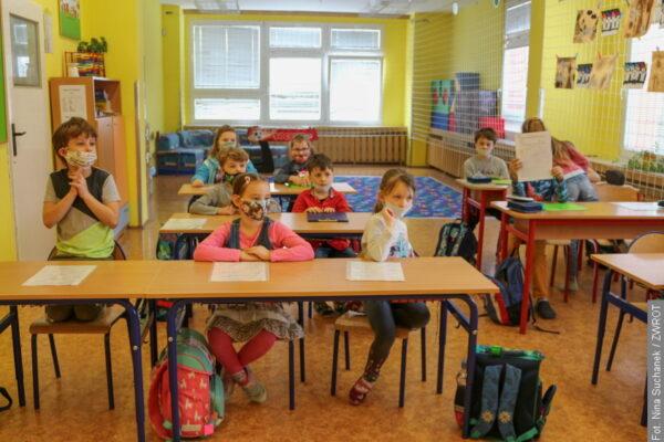 Uczniowie rozpoczęli nowe półrocze. Większość zdalnie