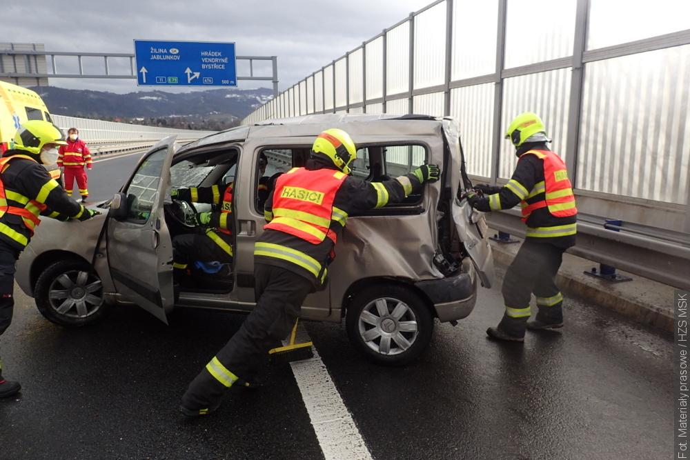 Wypadek na obwodnicy Trzyńca. Pięć osób rannych
