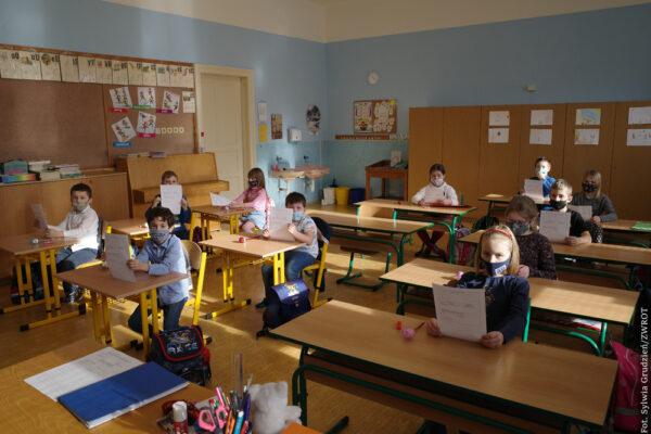 Do szkoły wrócą młodsi uczniowie, do przedszkoli tylko najstarsze przedszkolaki
