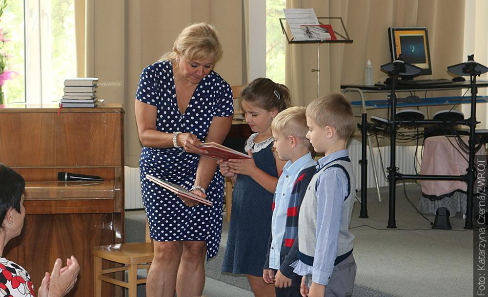 Jakie oceny dostaną dzieci, które w ławkach siedziały zaledwie parę tygodni?