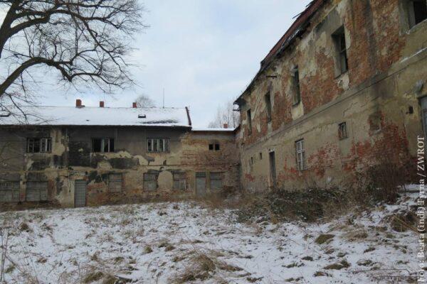 Spacery ze Zwrotem: Ruiny pałacu w Lutyni Dolnej