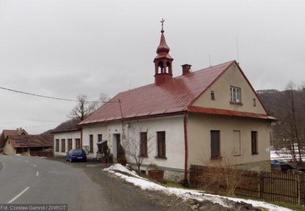 Urząd Gminy w Rzece ma swą siedzibę w byłej polskiej szkole