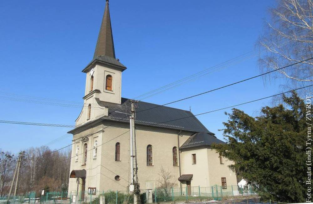 Spacery ze Zwrotem Kościół św. Jakuba i Filipa w Dobracicach