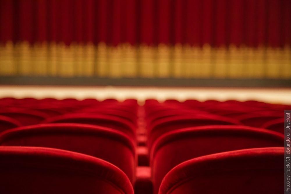 Polska od połowy lutego otwiera teatry, kina, hotele