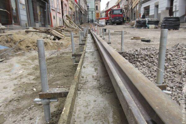 Na Głębokiej jest już położony pierwszy fragment szyny tramwajowej