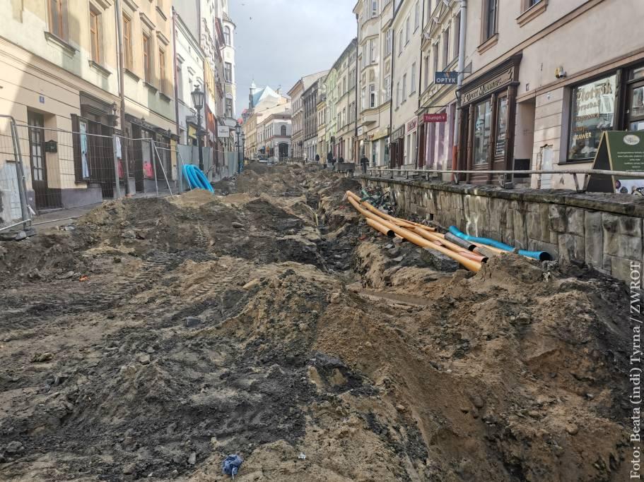 Jak postępują prace na ulicy Głębokiej? Zobaczcie!