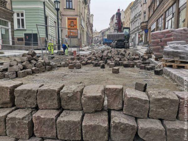 Jak postępują prace na ulicy Głębokiej (zdjęcia)