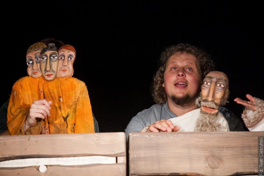 Obchodzimy Międzynarodowy Dzień Teatru. O tym, z czym borykają się aktorzy w czasach pandemii, opowiada Jakub Tomoszek