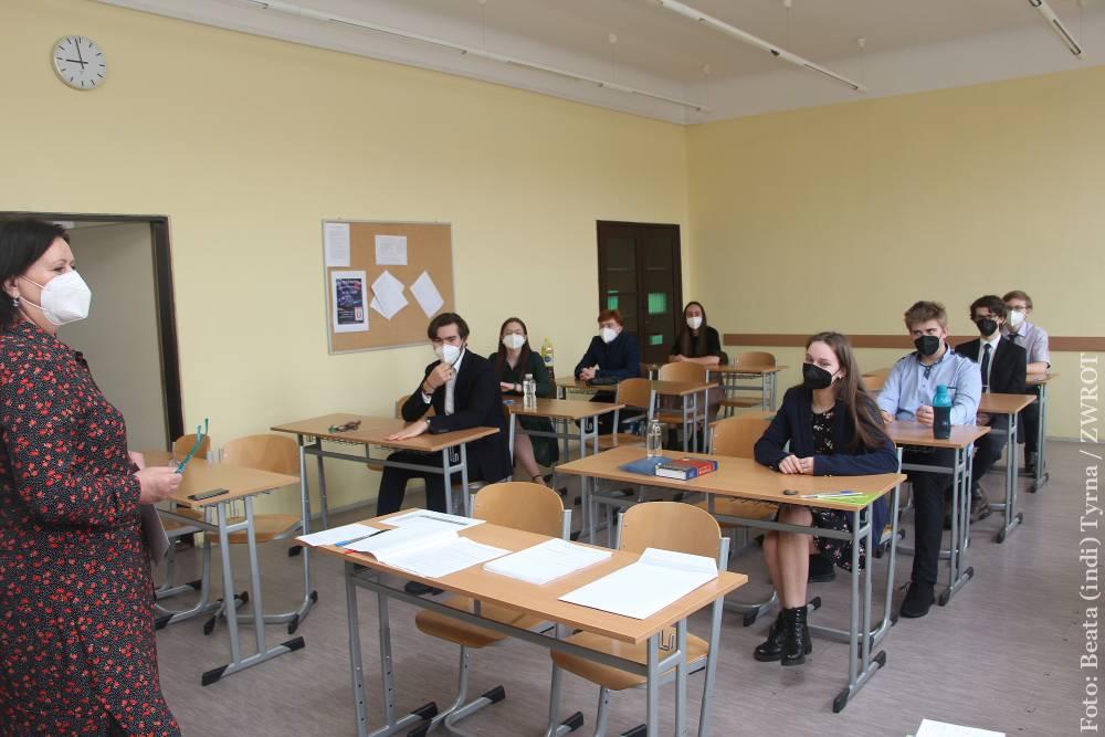 Dziś matura z języka polskiego. Jakie tematy wybierali uczniowie Gimnazjum?