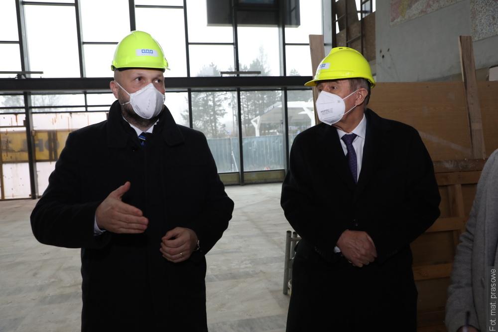 Premier Andrej Babiš z wizytą w Hawierzowie. Obejrzał dworzec i centrum szczepień
