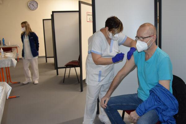 Huta uruchomiła centrum szczepień dla pracowników