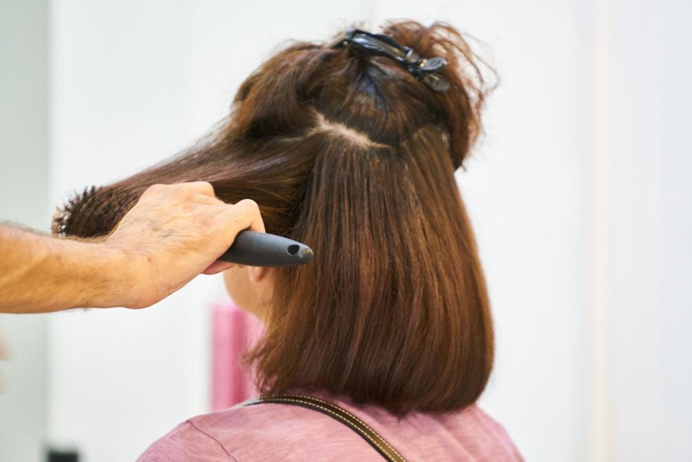 Od poniedziałku można pójść do fryzjera. Tylko z testem