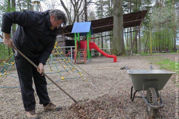 PZKO-wcy z Końskiej-Osówek sprzątali teren wokół swojego Domu PZKO