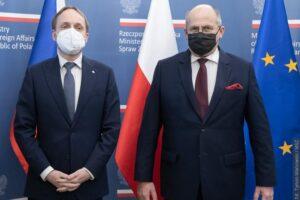 """""""Potrafimy prowadzić konstruktywny dialog także na tematy trudne,"""" powiedział Zbigniew Rau po spotkaniu z czeskim ministrem spraw zagranicznych"""