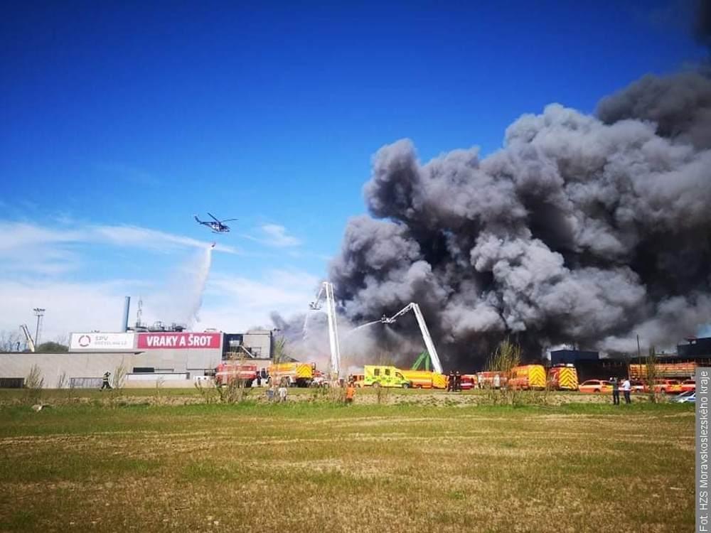 Ogromny pożar w Ostrawie. Mieszkańcy nie powinni wietrzyć ani wychodzić z domu