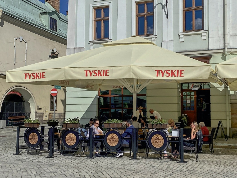 Od wczoraj w Polsce można zjeść obiad w środku restauracji