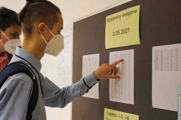 Dzisiaj uczniowie klas dziewiątych zdają egzaminy wstępne do gimnazjum