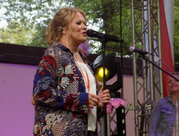 Popularna wokalistka Urszula roztańczyła wiślański amfiteatr