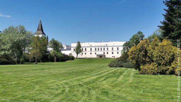 Rozpoczęcie wakacji w Pałacu we Frysztacie. Zwiedź komnaty inaczej niż zwykle i przejedź się dorożką