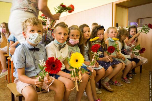 Uczniowie ze szkoły w Wędryni pożegnali szkołę i przywitali wakacje
