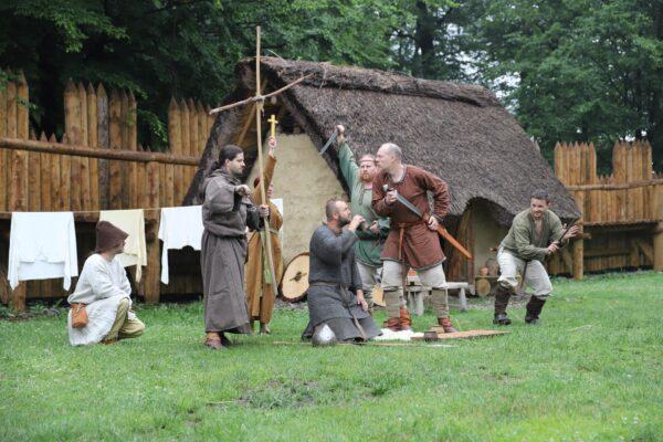 W najbliższy weekend wybierz się do Kocobędza-Podobory. W Parku Archeologicznym czekają na gości atrakcje w ramach Dni Cyryla i Metodego