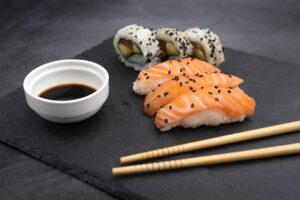 Co łączy sushi z plackami ziemniaczanymi na blasze? Na pierwszy rzut oka niewiele. Ale to tylko pozory