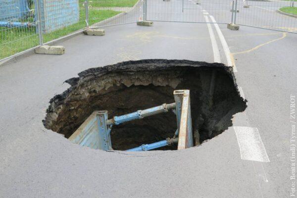 Dziura w Cieszynie. Ulica Kolejowa będzie zamknięta  około miesiąca