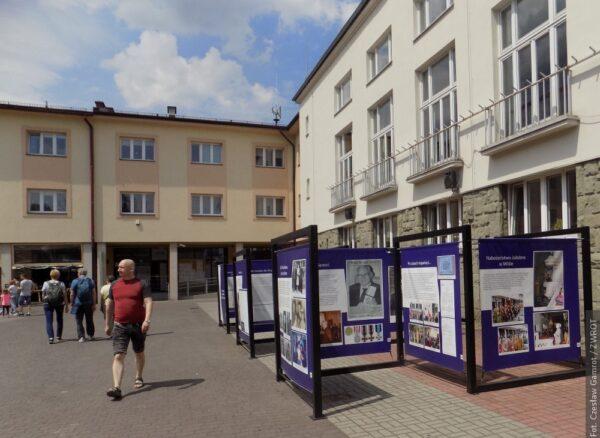Życie Adolfa Pilcha – cichociemnego z Wisły – tematem wystawy plenerowej