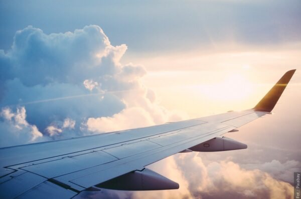 Osoby wracające do Polski samolotem muszą wypełnić kartę lokalizacji podróżnego