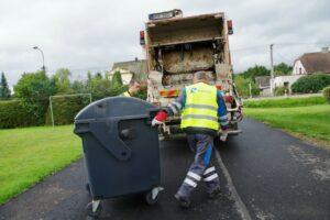 W Bystrzycy czyścili pojemniki na odpady