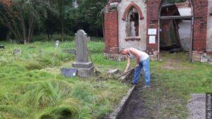 Długofalowa akcja sprzątania cmentarza w Karwinie Meksyku ciągle trwa