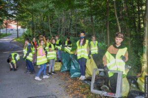 Uczniowie PSP w Suchej Górnej posprzątali swoją gminę