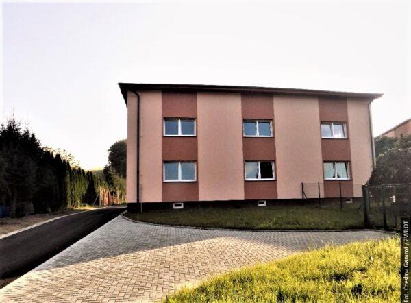 Nowy dom z mieszkaniami w Trzanowicach
