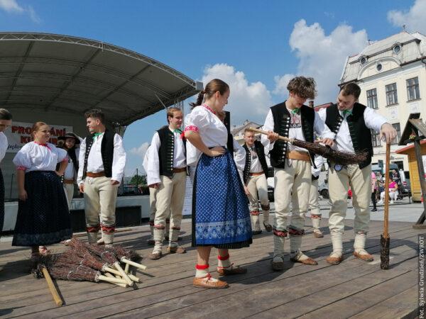 """Zespół Folklorystyczny """"Bystrzyca"""" wystąpił na festiwalu Przenikanie Kultur"""