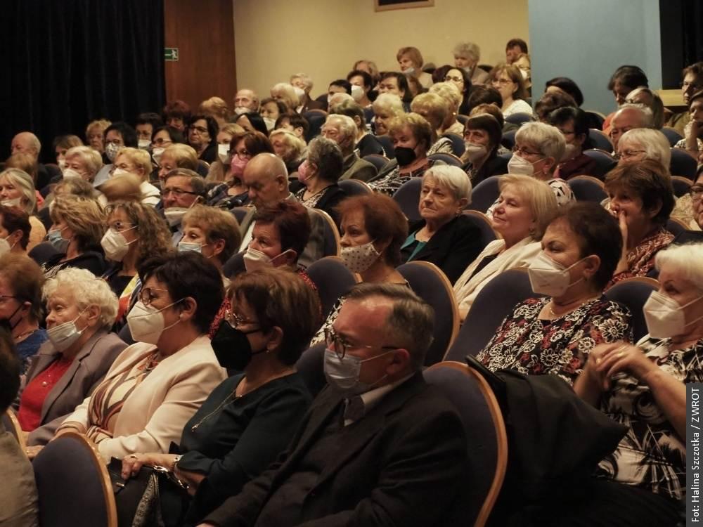 Spektakl Sceny Polskiej w nagrodę. Na widowni zasiadły głównie kobiety