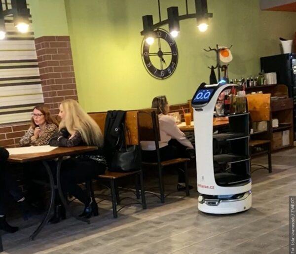 W restauracji w Orłowej gości obsługuje robot!