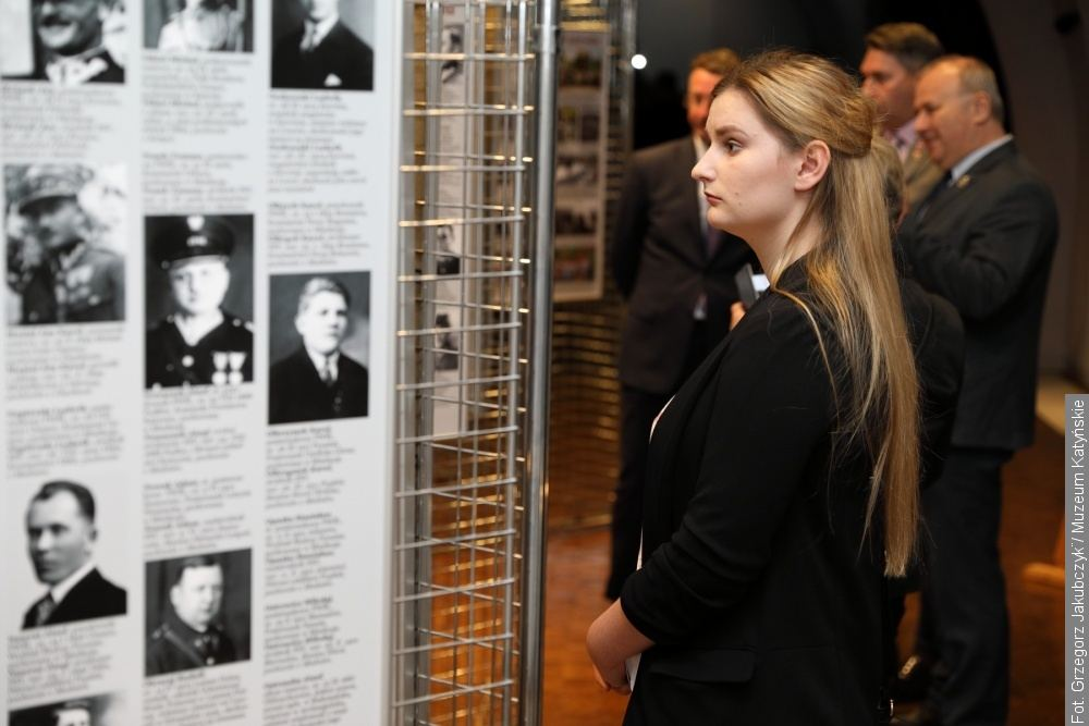 Wystawa prezentująca losy ofiar zbrodni katyńskiej pochodzących z Zaolzia prezentowana jest w Warszawie